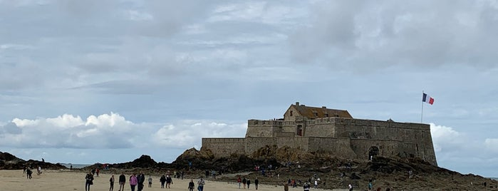 Fort National is one of Saint-Malo.