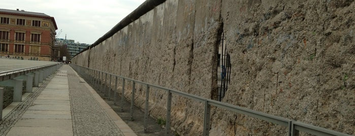 Baudenkmal Berliner Mauer | Berlin Wall Monument is one of Ahmedさんのお気に入りスポット.