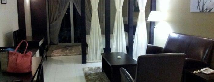 Bayu Marina Resort is one of Orte, die Luke gefallen.