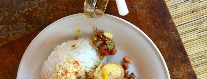 Nasi Ayam Kedewatan Ibu Mangku is one of Locais salvos de Tama.