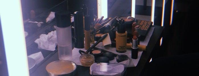 MAC cosmetics is one of Tempat yang Disukai Aslı.