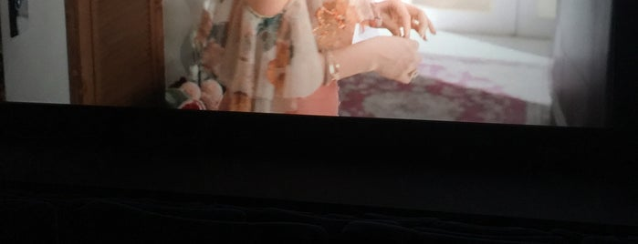 Cinemaximum is one of สถานที่ที่ Korhan ถูกใจ.