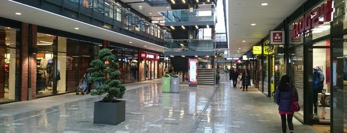London Designer Outlet is one of Bence Londra.
