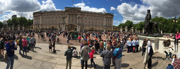 Buckingham Palace is one of Posti che sono piaciuti a Ferhat.