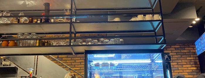 Dalla Terra Cafe & Restaurant is one of Lieux qui ont plu à Hamilton.