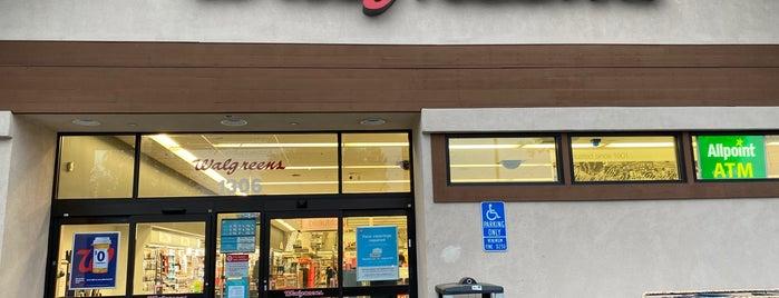 Walgreens is one of Lugares favoritos de Jennifer.