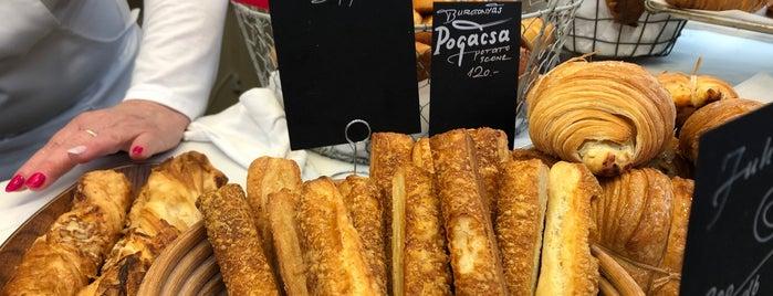 """Déryné """"pékséges bódé"""" is one of Reggeliző helyek."""