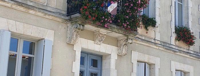 Mornac-sur-Seudre is one of Les plus beaux villages de France.