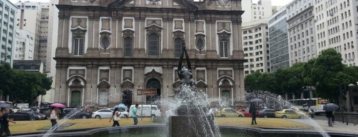 Praça da Candelária is one of Tempat yang Disukai Dade.