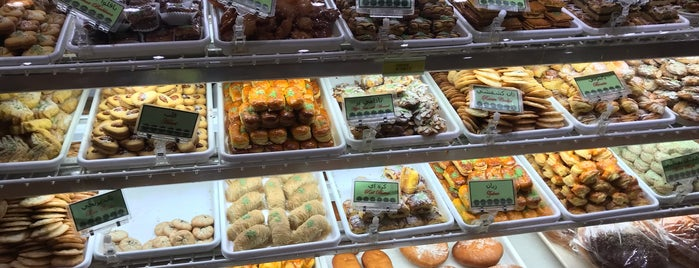 Yas Supermarket is one of Tempat yang Disukai Tara.