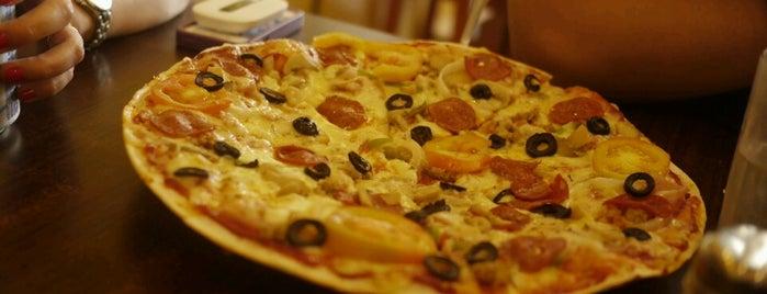 Handuraw Pizza is one of Locais salvos de Leo.