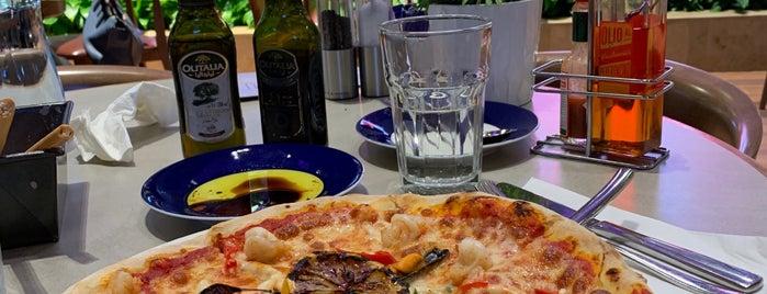 Carluccio's is one of Lieux qui ont plu à LuLu.
