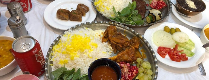 سالن غذا خوري سعادت is one of Locais curtidos por Golfam.