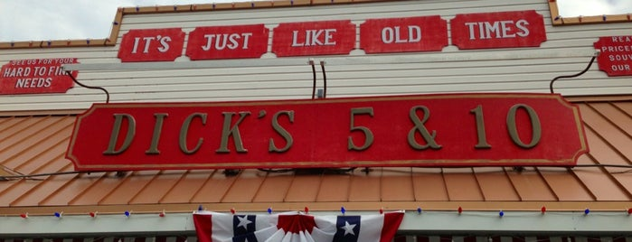 Dick's 5 & 10 is one of Tempat yang Disukai Sean.