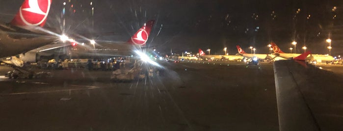 Aeroporto Istanbul Ataturk (ISL) is one of Posti che sono piaciuti a Aysur.