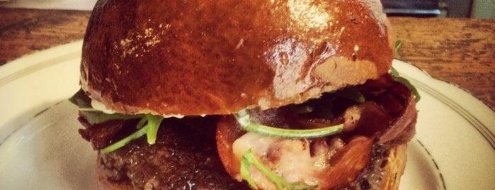 Dish – Fine Burger Bistro is one of Nejlepší BURGERY v Praze a okolí.