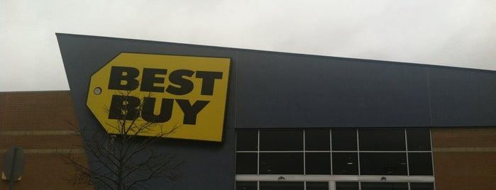 Best Buy is one of Posti che sono piaciuti a Chris.
