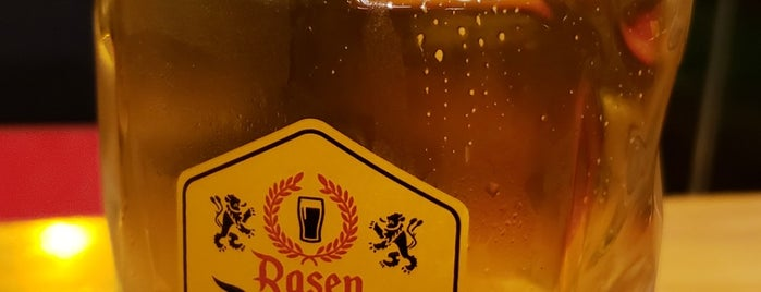 Rasen Deutsch Bar is one of Lugares favoritos de Adriane.