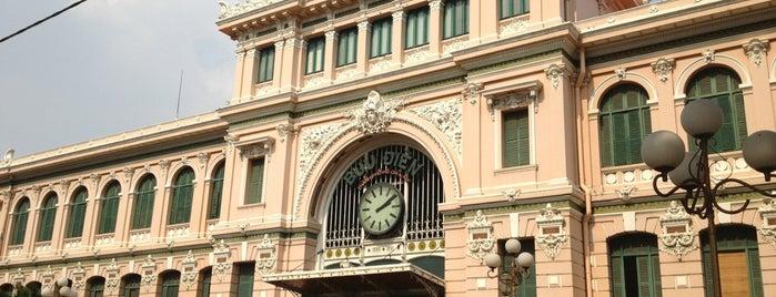 Bưu Điện Sài Gòn (Saigon Central Post Office) is one of Jas' favorite urban sites.