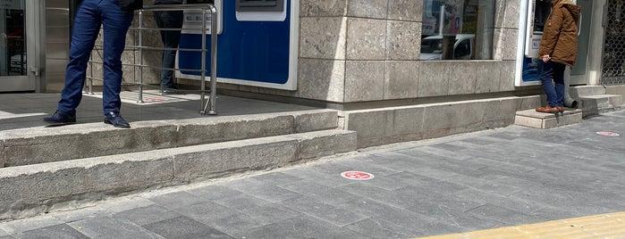 Türkiye İş Bankası is one of Orte, die Yunus gefallen.