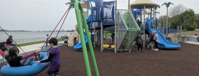 Alexander Park is one of Orte, die Dave gefallen.