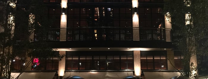 LuxBar is one of Chicago Service Industry Discounts.