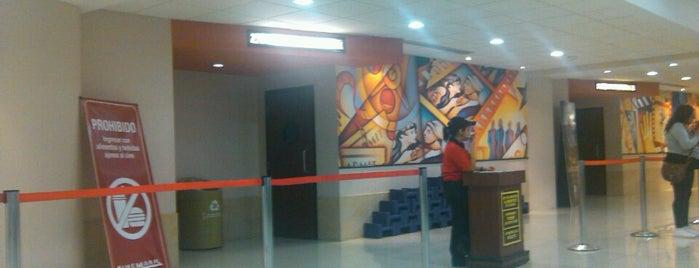 Cinemex is one of สถานที่ที่ Nomnomnom ถูกใจ.
