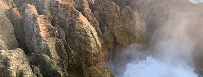 Pancake Rocks & Blowholes is one of Nuova Zelanda.
