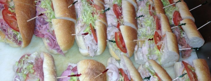 R&R Sub Shop is one of Montville Local Eats.