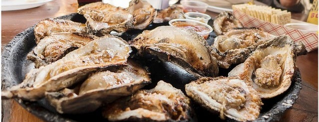 Gilhooley's Restaurant & Oyster Bar is one of The World Outside of NYC and London.
