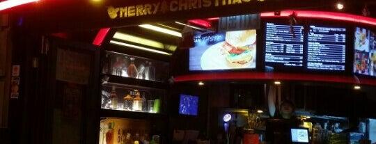 Burger Joys is one of Belle'nin Kaydettiği Mekanlar.