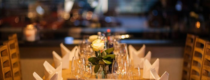 Restaurant Mangusta is one of Posti che sono piaciuti a Christian.