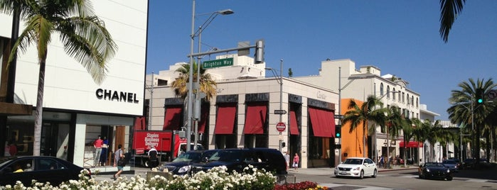 Rodeo Drive is one of Wher to go in Los angeles.