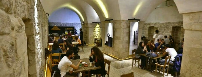 Sinek Cafe is one of mardin.