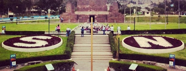 Mitad del Mundo is one of Lugares.
