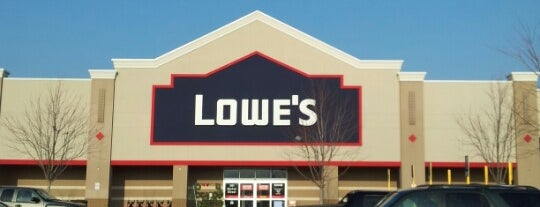 Lowe's Home Improvement is one of Tempat yang Disukai Ashley.