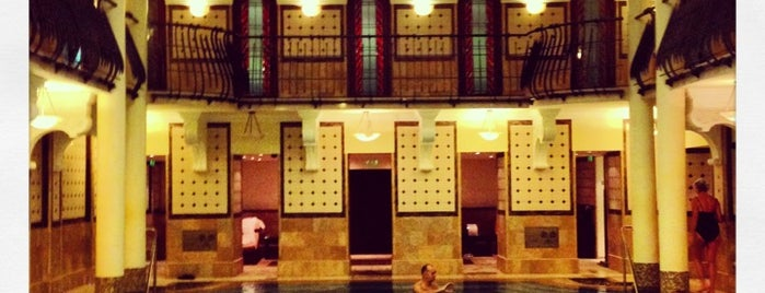 Royal Spa is one of Bains.