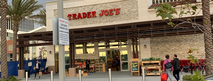 Trader Joe's is one of Locais curtidos por Vera.