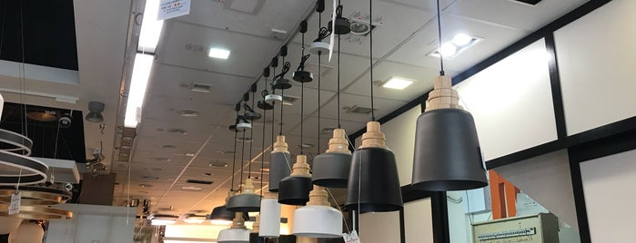 Wong Lighting (M) Sdn Bhd is one of Lugares favoritos de Adrian.