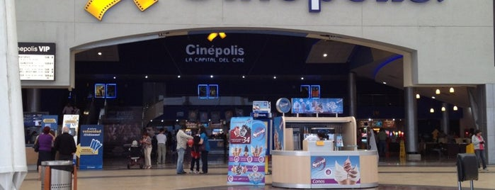 Cinépolis is one of Lugares favoritos de Ursula.