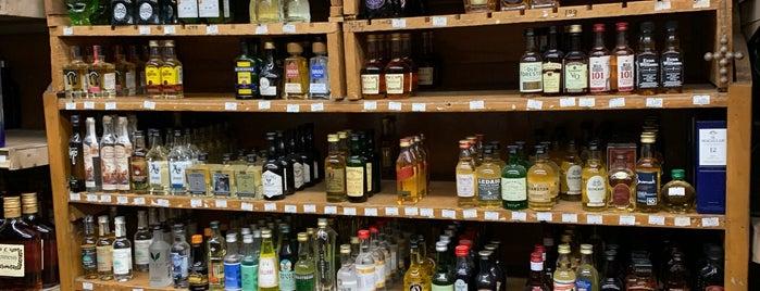 Royal Liquors is one of Lieux qui ont plu à Mitch.