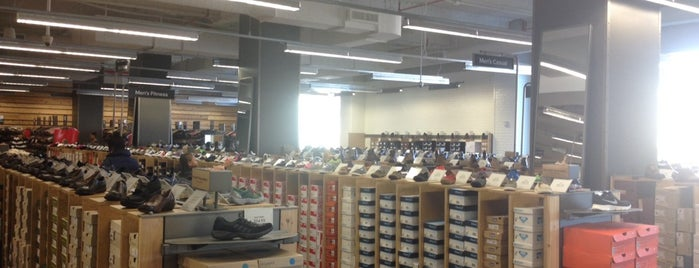 DSW Designer Shoe Warehouse is one of Tariq 님이 좋아한 장소.