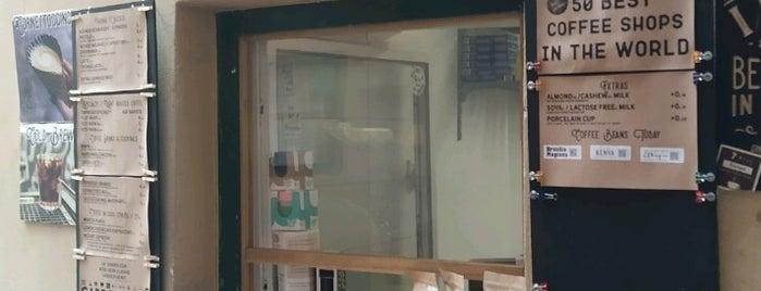 Fenster Cafe is one of Locais curtidos por Alina.