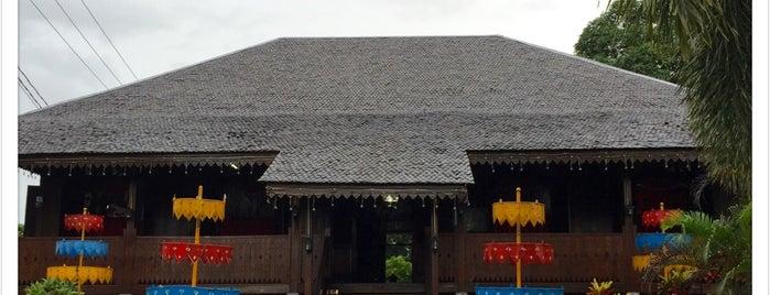 Rumah Adat Belitung is one of Locais curtidos por Arie.