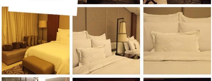 Hotel Tentrem is one of Locais curtidos por Arie.