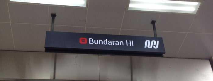 Stasiun MRT Bundaran HI is one of Lugares favoritos de Arie.