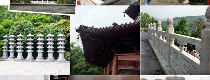 Leifeng Pagoda is one of Arie'nin Beğendiği Mekanlar.