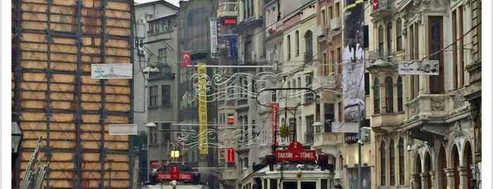 İstiklal Caddesi is one of Locais curtidos por Arie.