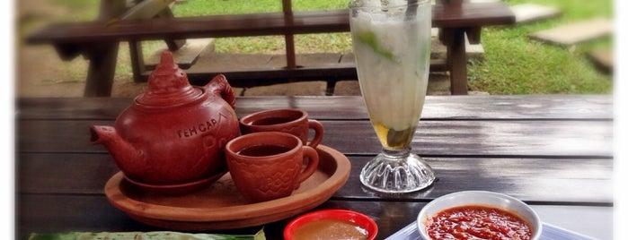 Yun-Yi Resto & Cafe, Bogor is one of Lugares favoritos de Arie.