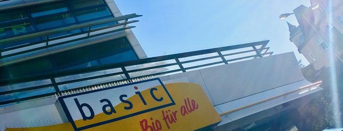basic BIO-Supermarkt is one of Orte, die Desi gefallen.